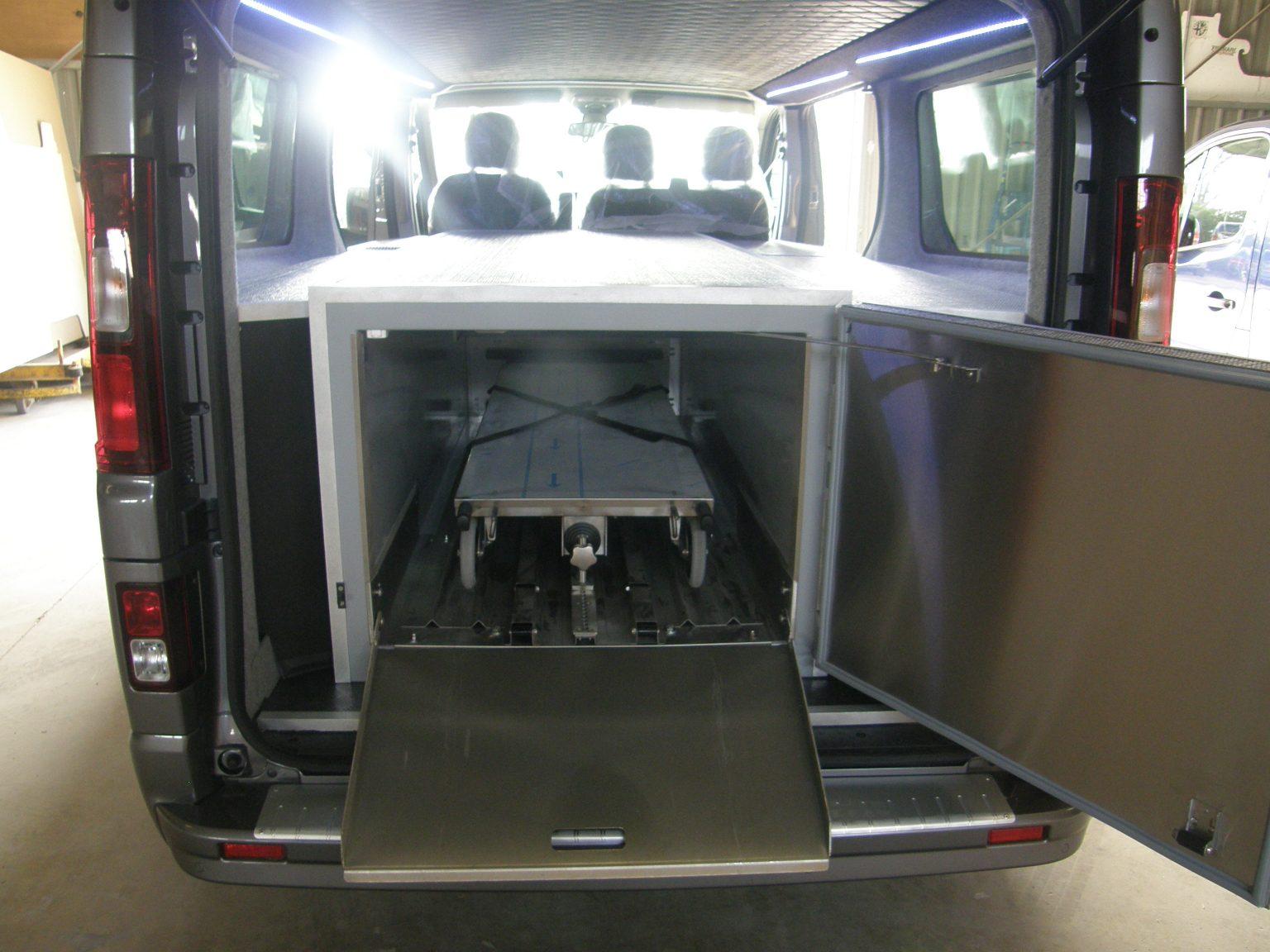 véhicule funéraire vivaro