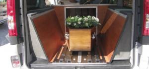 corbillard cercueil apparant